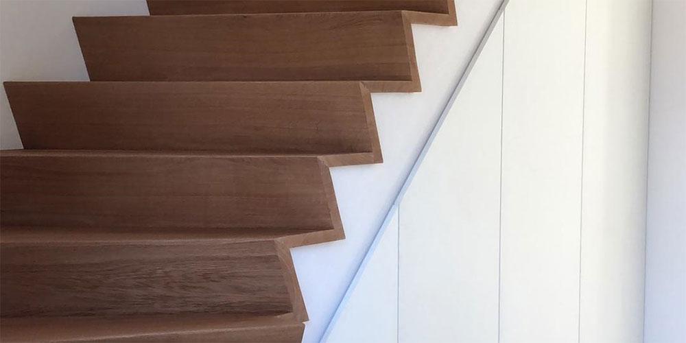 Wonderbaarlijk Houten trappen op maat | Huysafwerking Kapellen AV-62